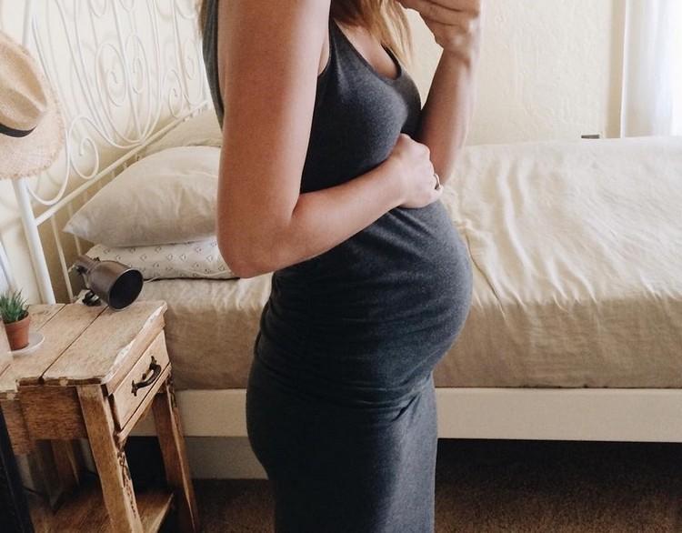 Живот на 18 неделях беременности